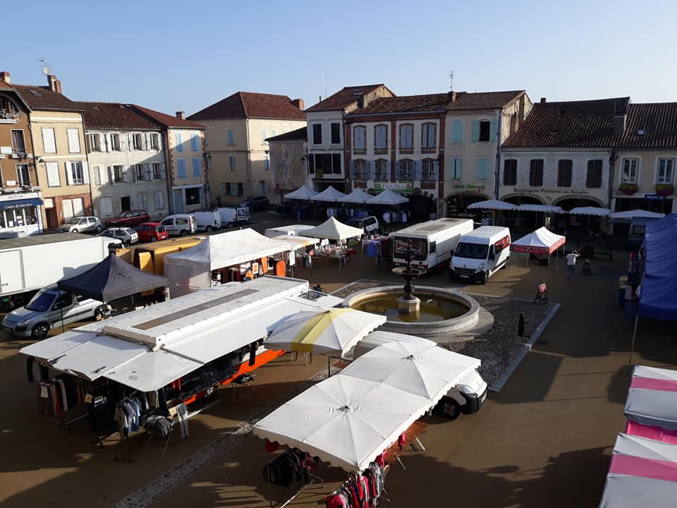 Market day (every Tuesday, rain or shine) in Trie!